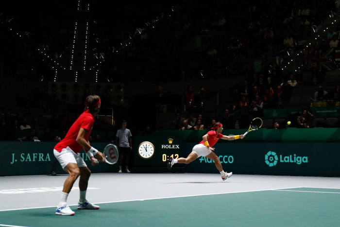 Nadal sắm vai người hùng, giúp Tây Ban Nha ngược dòng hạ gục Vương Quốc Anh để giành vé vào chung kết cúp đồng đội danh giá nhất thế giới - Ảnh 4.