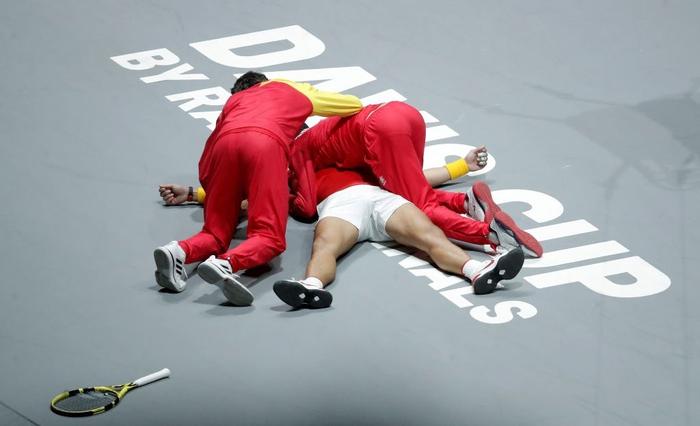 Nadal vỡ òa hạnh phúc khi nối dài mạch toàn thắng giúp tuyển Tây Ban Nha vô địch cúp đồng đội danh giá nhất thế giới - Ảnh 6.