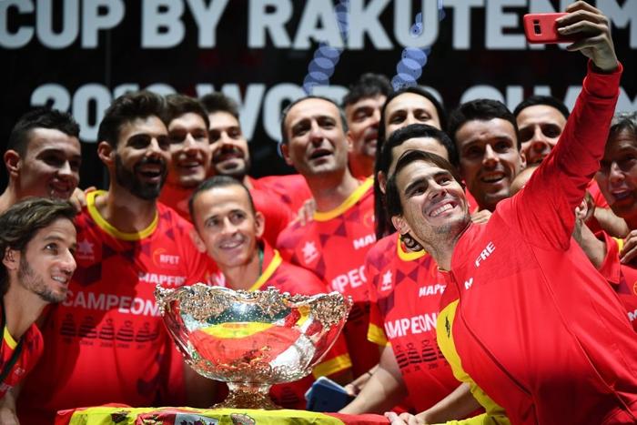 Nadal vỡ òa hạnh phúc khi nối dài mạch toàn thắng giúp tuyển Tây Ban Nha vô địch cúp đồng đội danh giá nhất thế giới - Ảnh 8.