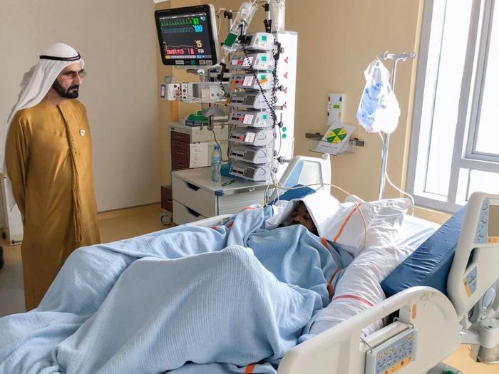 Sao trẻ UAE suýt mất mạng vì bị đối thủ đẩy ngã đập đầu vào cột đèn chiếu sáng - Ảnh 3.