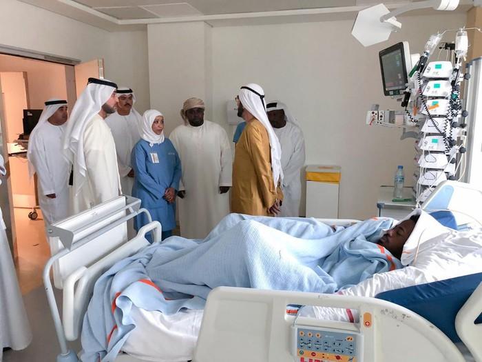 Sao trẻ UAE suýt mất mạng vì bị đối thủ đẩy ngã đập đầu vào cột đèn chiếu sáng - Ảnh 4.