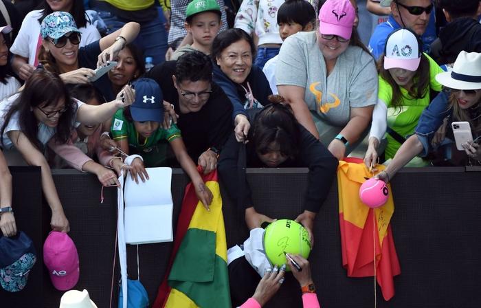 """Thua dễ trước Nadal, tay vợt vẫn hớn hở: """"Người dân đất nước tôi xem trận đấu như chung kết World Cup"""" - Ảnh 8."""