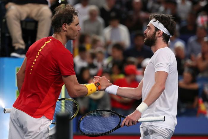 """Nadal và Djokovic """"rủ nhau"""" thắng nhọc ở trận đấu đầu tiên trong năm mới - Ảnh 6."""