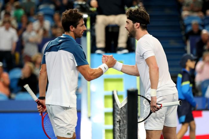 Trò hề tại ATP Cup: Bị cảnh cáo vì chơi thiếu nỗ lực, tay vợt giận dỗi bỏ cuộc và màn tấu hài khó đỡ sau đó - Ảnh 7.