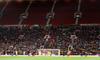 """Hiện tượng lạ: Hàng chục nghìn fan rủ nhau """"bỏ rơi"""" MU ngay tại thánh địa Old Trafford"""