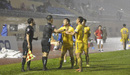 Trợ lý trọng tài Đức Tuấn đã bị treo cờ do phất sai tình huống phạt việt vị cầu thủ Nam Định