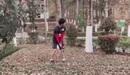 Công Phượng đánh golf trong vườn, Tiến Dũng thử tài bắn cung