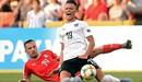 Rợn người với pha vào bóng khiến cầu thủ U21 Áo gãy chân