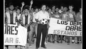 Chuyện chưa kể về Maradona và trận đấu trong nhà tù dát vàng của trùm ma túy giàu nhất lịch sử thế giới