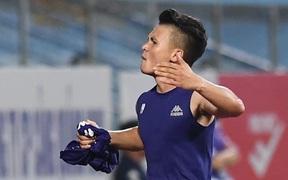 Quang Hải suýt mất bàn thắng đầu tiên ở V.League 2020 vì trợ lý HLV viết chữ xấu