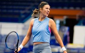 """Pha ghi điểm độc nhất vô nhị: Cựu nữ tay vợt số 1 thế giới đưa bóng """"dạo chơi"""" trên mép lưới và ăn điểm như hack"""