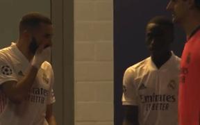 Benzema chửi đồng đội trẻ thậm tệ và yêu cầu mọi người tẩy chay