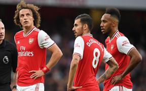 Phong độ dở tệ nhưng Arsenal lại khiến tất cả chú ý bằng những màn ẩu đả trên sân cỏ