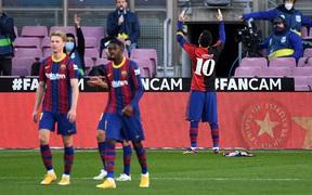 Barca đại thắng 4-0, Messi ghi bàn và mặc chiếc áo tri ân Maradona