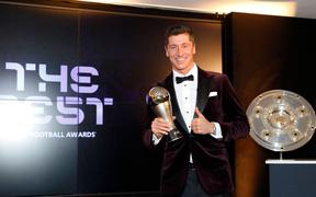 Ronaldo và Messi làm nền tôn vinh Lewandowski giành giải Cầu thủ xuất sắc nhất thế giới
