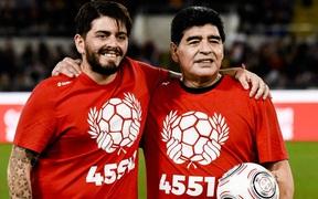 Con trai Maradona muốn treo vĩnh viễn số áo của Messi