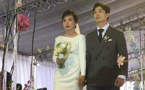 Chú rể Công Phượng hạnh phúc, nắm chặt tay cô dâu Viên Minh trong đám cưới tại Nghệ An