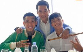 Hai tuyển thủ Việt Nam hội ngộ rapper Dế Choắt tại đám cưới Công Phượng - Viên Minh