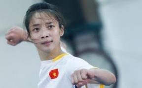 Người đẹp thể thao Việt Nam tung chân 180 độ, đá bay chai nước đặt trên đầu như phim