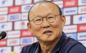 """Thầy Park bị """"nhắc khéo"""" sau khi kỳ phùng địch thủ ở tuyển Thái Lan đồng ý giảm nửa lương vì Covid-19"""