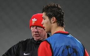 Ronaldo và những ngày không quên ở MU (kỳ 3): Từ cậu bé khóc nhè vì bị mắng mỏ đến con rơi của thầy Sir Alex