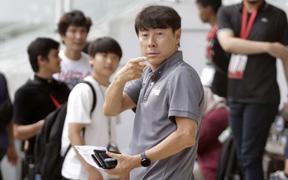 Vừa có đề xuất giảm lương vì dịch Covid-19, HLV trưởng tuyển Indonesia và cộng sự liền trở về Hàn Quốc
