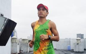 Người Việt đầu tiên chạy hơn 42 km trên sân thượng chung cư: Dân mạng bái phục, đòi ghi sách kỷ lục Guinness