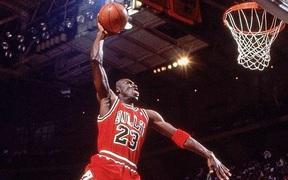 7 tỷ đồng cho một bộ đồng phục thi đấu: Không chỉ vĩ đại trên sân bóng, những vật dụng của Michael Jordan cũng gây sức hút không kém với NHM
