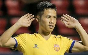 Hậu vệ Nam Định ăn mừng khiêu khích CĐV Than Quảng Ninh và cái kết bại trận