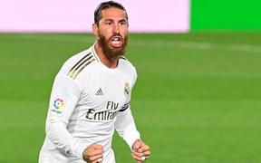 Sút phạt đẳng cấp và ăn mừng như Ronaldo, chàng thủ quân điển trai lại tỏa sáng giúp Real đòi ngôi đầu từ tay Barca