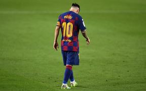 """Messi và đồng đội """"hụt hơi"""" trong cuộc đua vô địch với đối thủ truyền kiếp"""