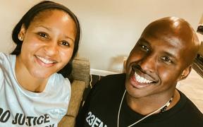 Sau hai năm đấu tranh đòi công lý, ngôi sao của WNBA hạnh phúc trong ngày người bạn thân bị kết án oan ra tù