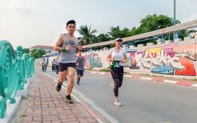 Lần đầu tiên tổ chức giải chạy half marathon vòng quanh hồ Tây, huy chương gây ấn tượng