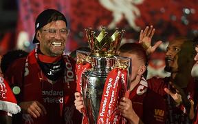 Sir Alex Ferguson: Klopp gọi điện báo Liverpool đã vô địch Premier League vào lúc 3h sáng