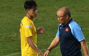 """HLV Park Hang-seo dạy cho cầu thủ U22 Việt Nam """"bài học"""" về cách lắng nghe, dặn dò đầy tâm huyết trước khi chia tay: """"Các bạn phải nỗ lực gấp đôi người khác"""""""