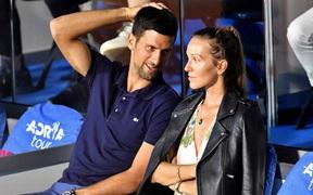 Tin vui với người hâm mộ banh nỉ: Tay vợt số 1 thế giới và vợ hết dương tính với Covid-19