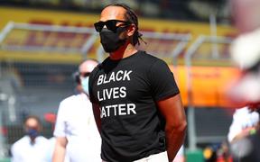 """ĐKVĐ Hamilton gặp ác mộng """"penalty"""" trong chặng F1 mở màn mùa giải 2020"""
