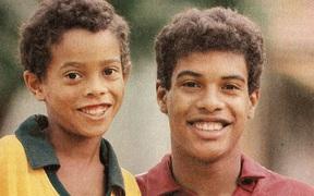 Chân dung ông anh quý hóa của Ronaldinho, người đã đưa cả hai anh em vào tù