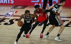Vượt qua Houston Rockets, San Antonio Spurs duy trì hy vọng tham dự vòng Playoffs năm thứ 23 liên tiếp
