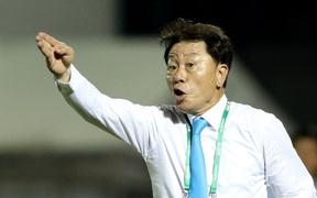 HLV Hàn Quốc (CLB TP.HCM) không muốn làm việc với trợ lý của HLV Park Hang-seo
