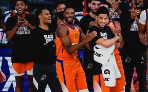 """Làm điều không tưởng tại NBA Restart, nhưng Phoenix Suns vẫn ở trong thế """"ngồi trên đống lửa"""""""