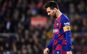 Không còn đường lui cho Lionel Messi