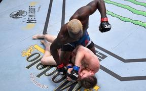 Derek Brunson hạ thuyết phục đối thủ bất bại, có thắng lợi thứ 3 liên tiếp tại UFC