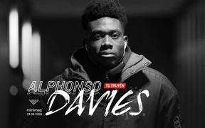 """""""Cơn lốc cánh trái"""" Alphonso Davies: Sự nghiệp của tôi suýt hỏng vì phải... trông em"""