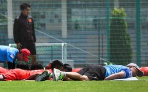 """HLV Park Hang-seo """"đọ"""" sức trẻ với cầu thủ U22 Việt Nam khi tập thể lực và cái kết thở không ra hơi"""