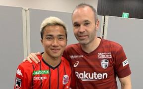 """""""Messi Thái"""" đi vào lịch sử giải VĐQG Nhật Bản trong ngày đối đầu hai cựu sao Barcelona"""