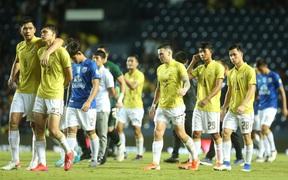 """Bóng đá Thái Lan phải """"vái tứ phương"""", đi vay tiền để tránh khủng hoảng"""