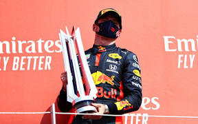 Vượt qua bộ đôi cường địch của Mercedes, tay đua trẻ giành chiến thắng ở chặng F1 đặc biệt