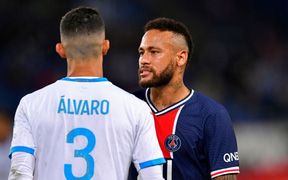 """Neymar hối hận và thừa nhận mình như """"kẻ ngốc"""" sau hành động đánh lén đối thủ"""