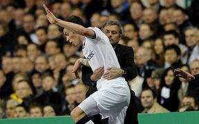 Giữa cơn bão tin đồn chuyển nhượng, Mourinho đã chính thức lên tiếng về Bale